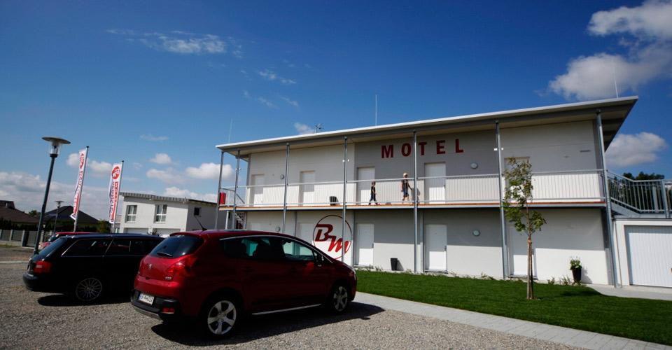 Das Bernstein-Motel in Marchegg von außen