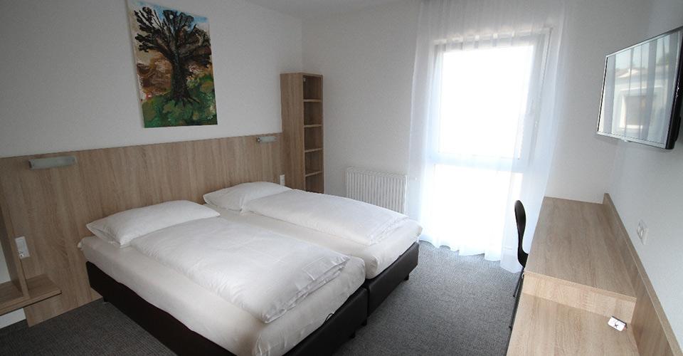 rundgang-motelmarchegg-zweibettzimmer